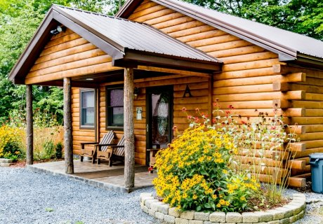 Modern & Private Log Cabin, Dog Friendly, Open all year